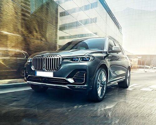 BMW X7 Front Left Side