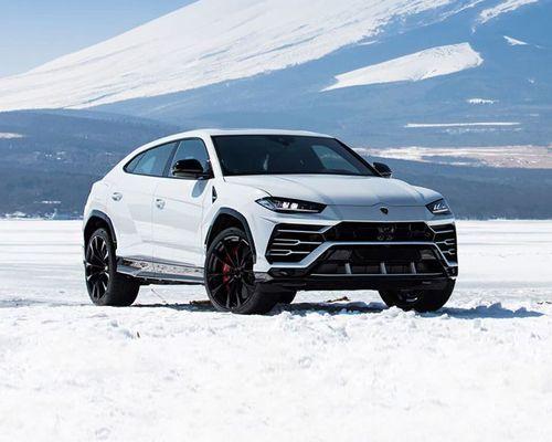 Lamborghini Urus Front Left Side